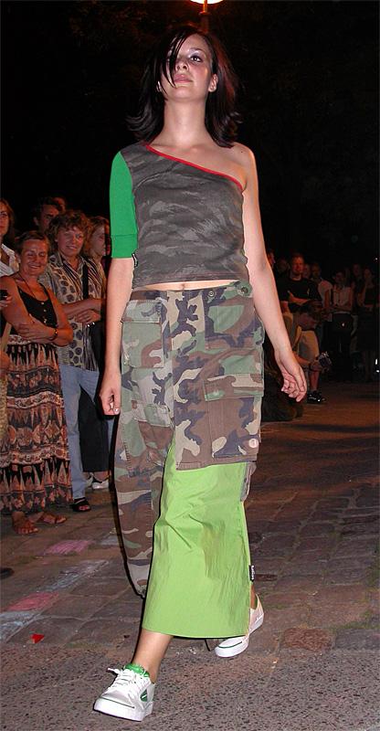Rock aus wiederverwerteter Armeekleidung